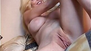 Asian Mommy Toying Her Tiny Pussy - duration 10:33