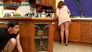 Spying Mature In The Kitchen - duration 12:00