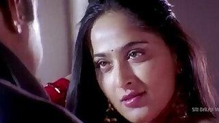 Anushka Shetty hot Saree Changing exposing her body - duration 1:34