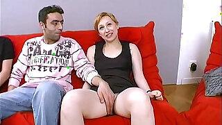 Elle baise avec un etranger devant sonmari !!! French amateur - duration 20:00
