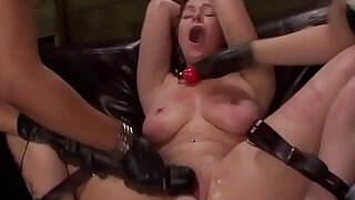 Tied les slave whipped - duration 8:00