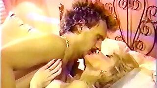Blonde Slut in Retro video - duration 9:00