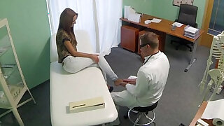 Doctor gets his hot patient to undress - duration 9:00