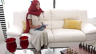 Muslim babe massaged before doggystyle - duration 6:00
