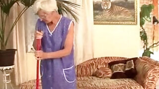 Granny cleaner fucked by young master - duration 20:00