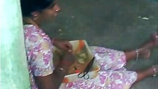 Hot sexy Tamil aunty - duration 0:34