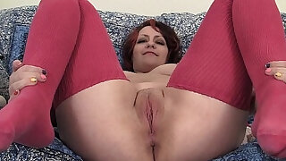 Chubby Hannah Vibrating Her Pussy - duration 6:00
