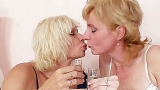Blond milfs kissing licking and dildo fucking - duration 5:00