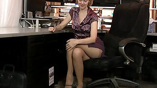 American milf Jamie Foster gets turned on in pantyhose - duration 6:00