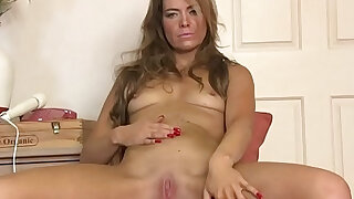Fit MILF Masturbates Her Slit with the Wand to Orgasm - duration 11:00