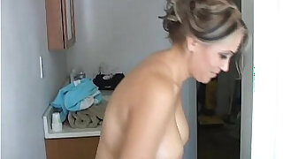 Sexy old spunker shaves her pretty pussy and has a nice wank - duration 10:00