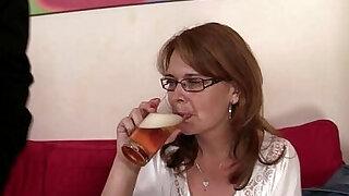 Drunken mommy gets cunt drilled - duration 6:00